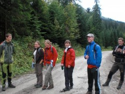 Michael, Miriam, Sofia, Julia, Benedikt und Georg beim Abstieg